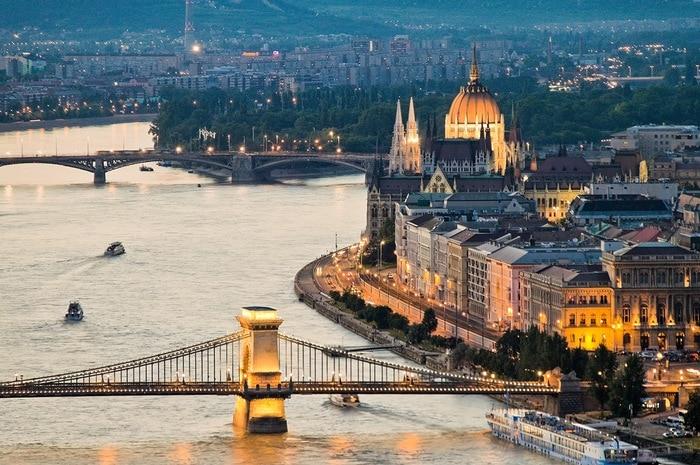 Угорщина та Швейцарія зі Львова