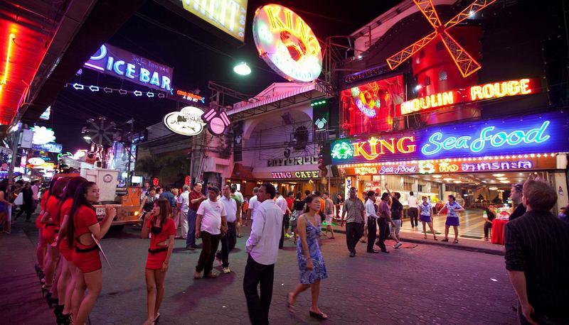 pattajya-tailand-kurort-yakij-ne-spit-walking-street