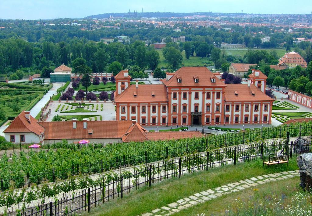 Замок-Троя-вид-на-Прагу